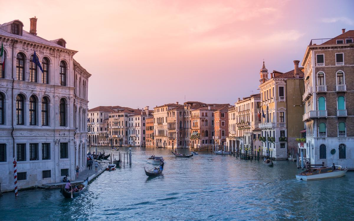 Rialto Bridge, Venezia, Italy